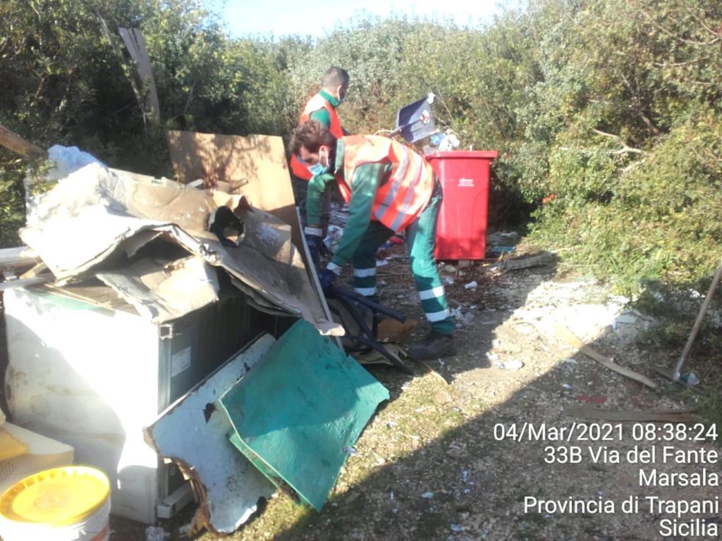 Marsala, ripulito dai rifiuti il parco di Salinella