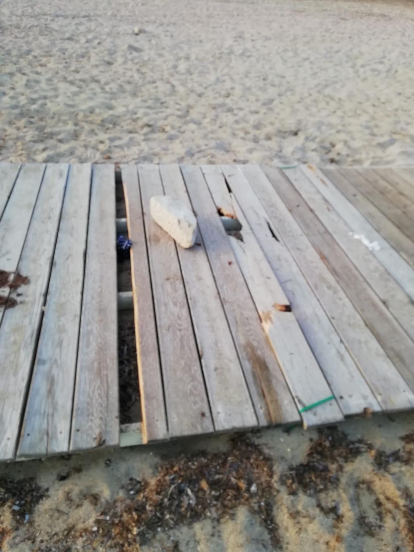 Trapani, vandalizzate le pedane della spiaggia inclusiva di piazza Vittorio