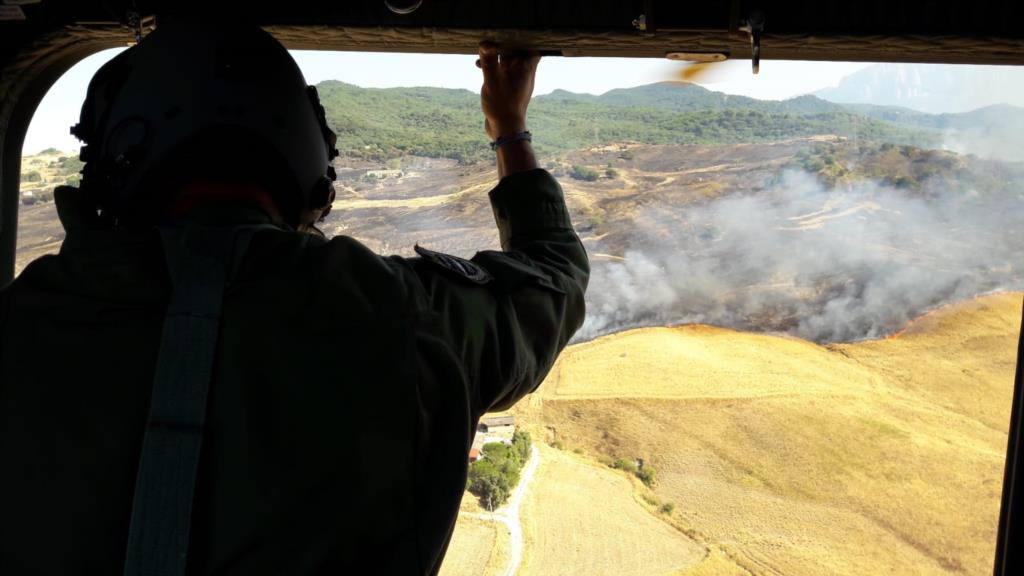 La Sicilia brucia, non c'è pace per gli elicotteri dell'Aeronautica