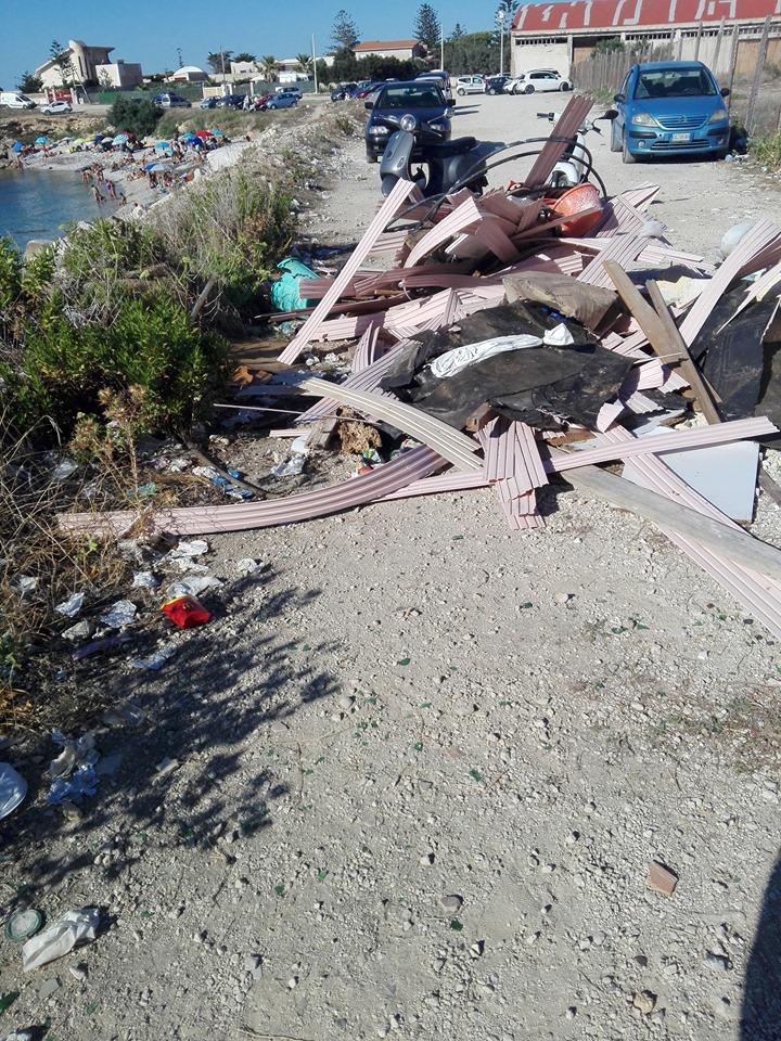 Pizzolungo, rifiuti e degrado in via Enea