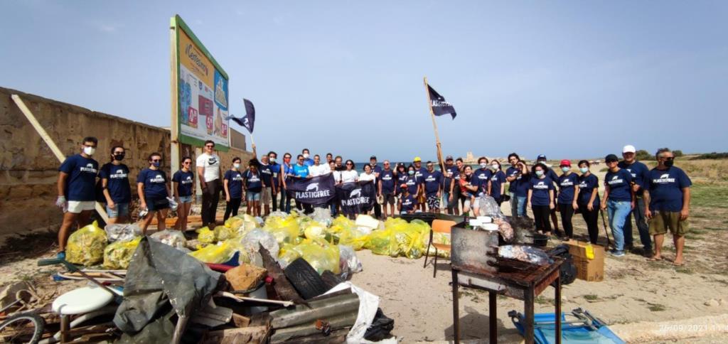 Trapani, domenica di pulizie a Punta Tipa