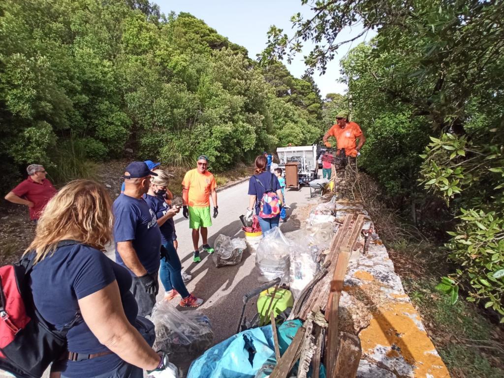 Erice: Plastic Free e Cai ripuliscono i sentieri delle mura ciclopiche