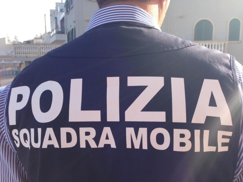 Brandisce coltello in pieno centro storico a Trapani: stalker arrestato dalla Polizia