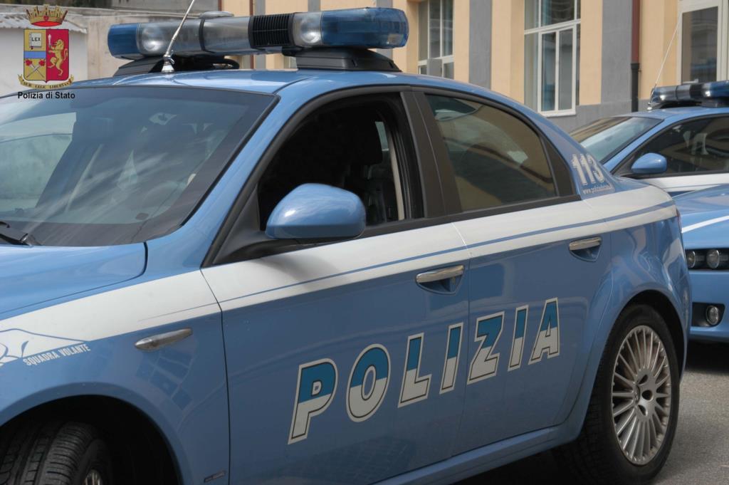 Trapani: ubriaco alla guida dell'autovettura non si ferma al posto di controllo e tenta la fuga, arrestato dalla Polizia