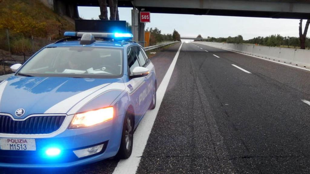 Sorpresi al telefono mentre guidavano, multati in 20