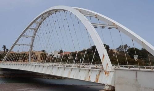 Il ponte sul fiume Arena a Mazara è pericoloso, chiuso al traffico