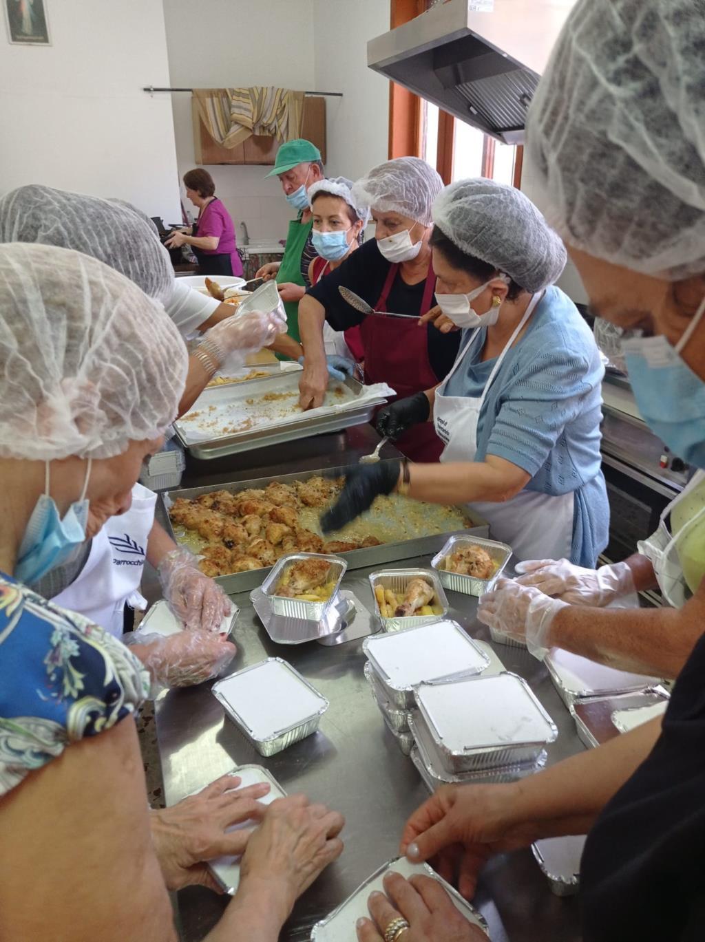 Trapani, le Vincenziane offrono un pranzo a 160 persone in difficoltà