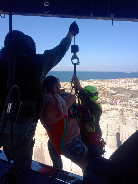 Favignana, escursionista ferito recuperato dall'elicottero del Centro Sar