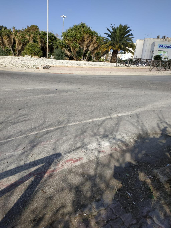 «La rotonda di Via Villa Rosina pericolosa per i pedoni», la denuncia di una cittadina