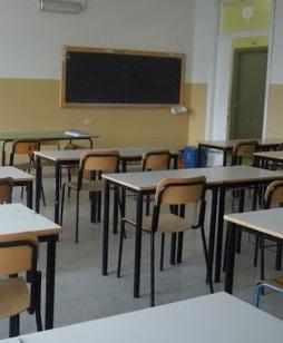 Covid, lezioni in presenza a turni nelle scuole superiori