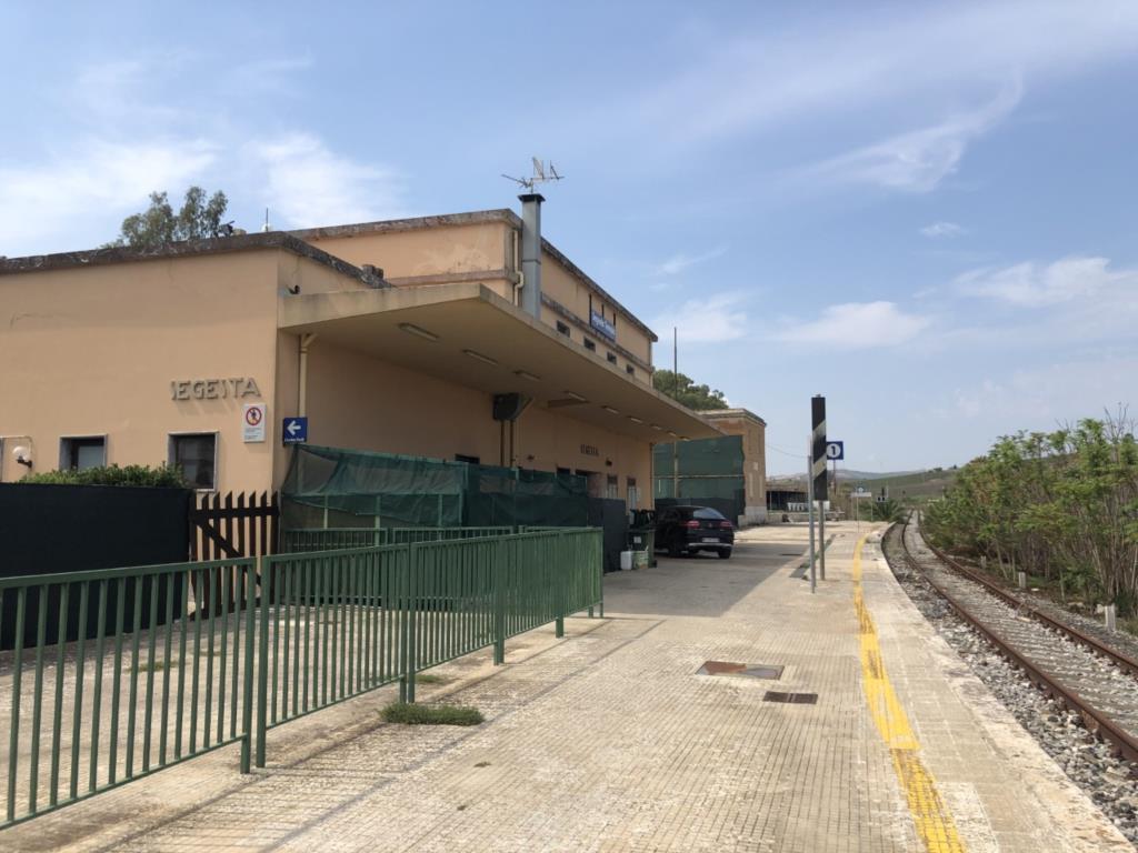 Ferrovia Trapani-Palermo chiusa, giovedì mobilitazione alla stazione di Segesta