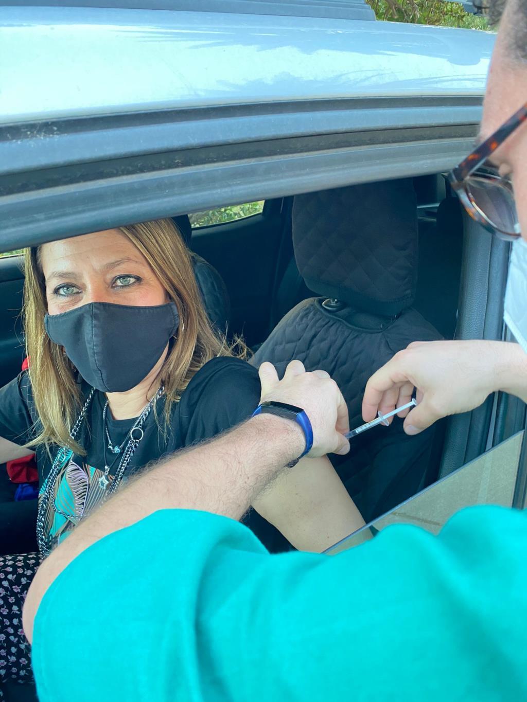 Covid19, i sindaci di Trapani ed Erice vaccinati al Drive-in di Erice