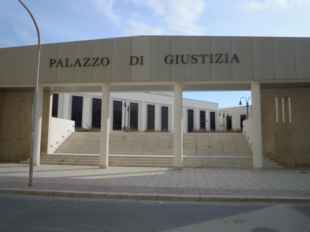 Spunta un quinto indagato nella vicenda dello stupro di gruppo a Campobello di Mazara