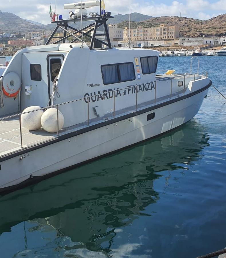 Pantelleria. Sequestrato peschereccio dopo sbarco di migranti, arrestati due scafisti