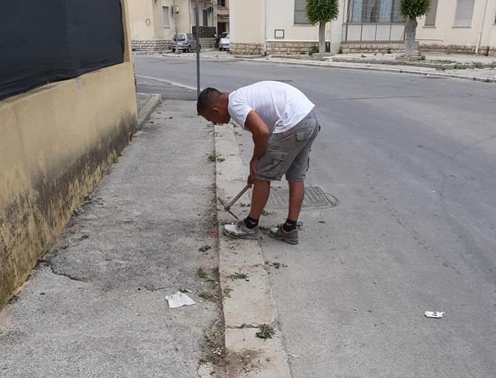 Rione San Giuliano, Erice: troppe erbacce