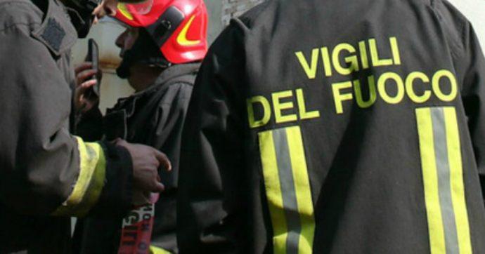 Trapani: a fuoco un'auto nei pressi della chiesa della Madonna