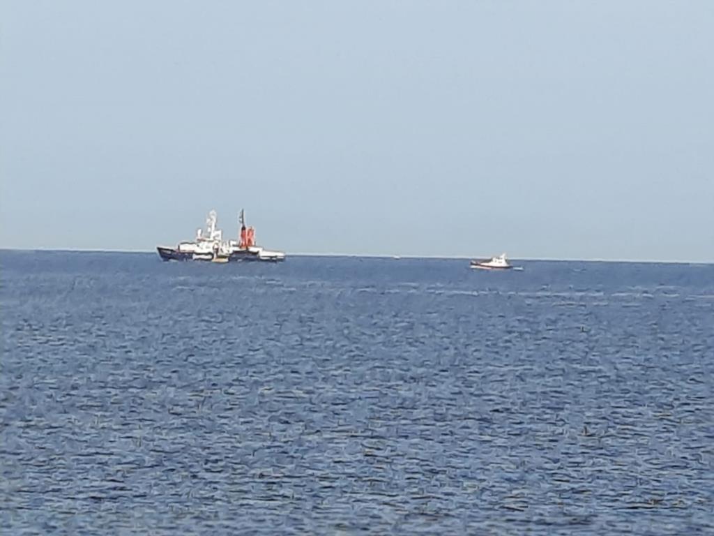 La Sea Watch4 entra nel porto di Trapani (VIDEO)